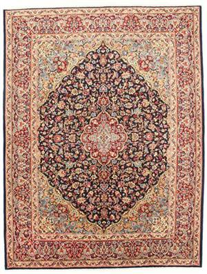 Persian carpet with floral decoration